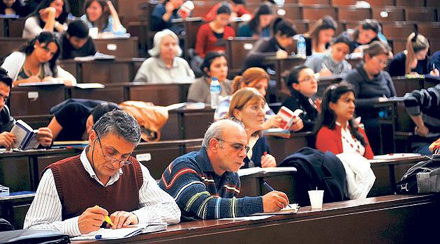 İstanbul Üniversitesi'nin yetmişlik öğrencileri