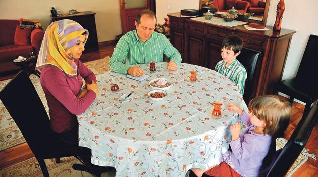 Problemler aile içi sohbetlerle çözülmeli