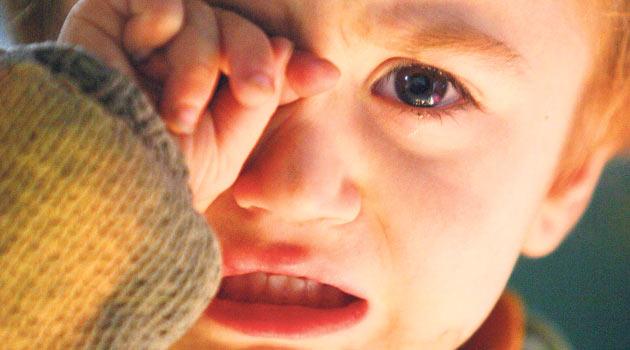 Korkarak uyanan çocuğa nasıl davranmalı?