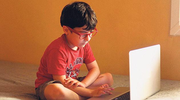 Okula giden çocuğunuz internetin tehlikelerine maruz kalmasın!